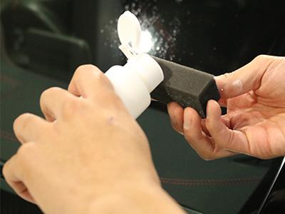 ガラス研磨剤の塗布画像