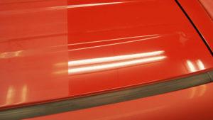 紫外線で車の光沢が低下した画像