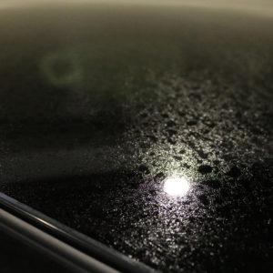 窓ガラスに油膜が付着する