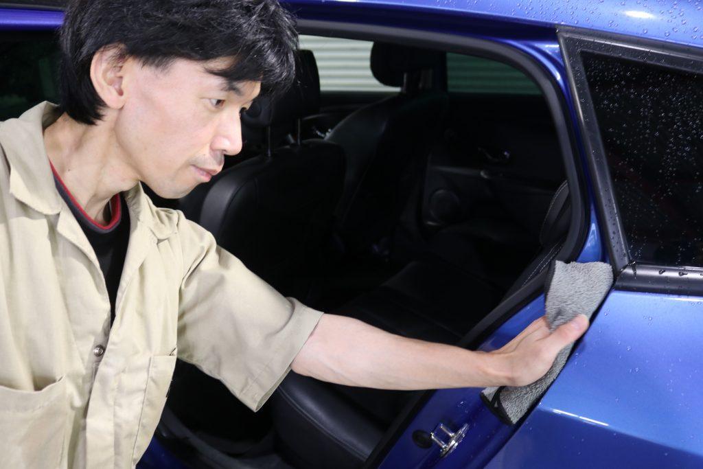 洗車方法|ドア内の拭き上げ